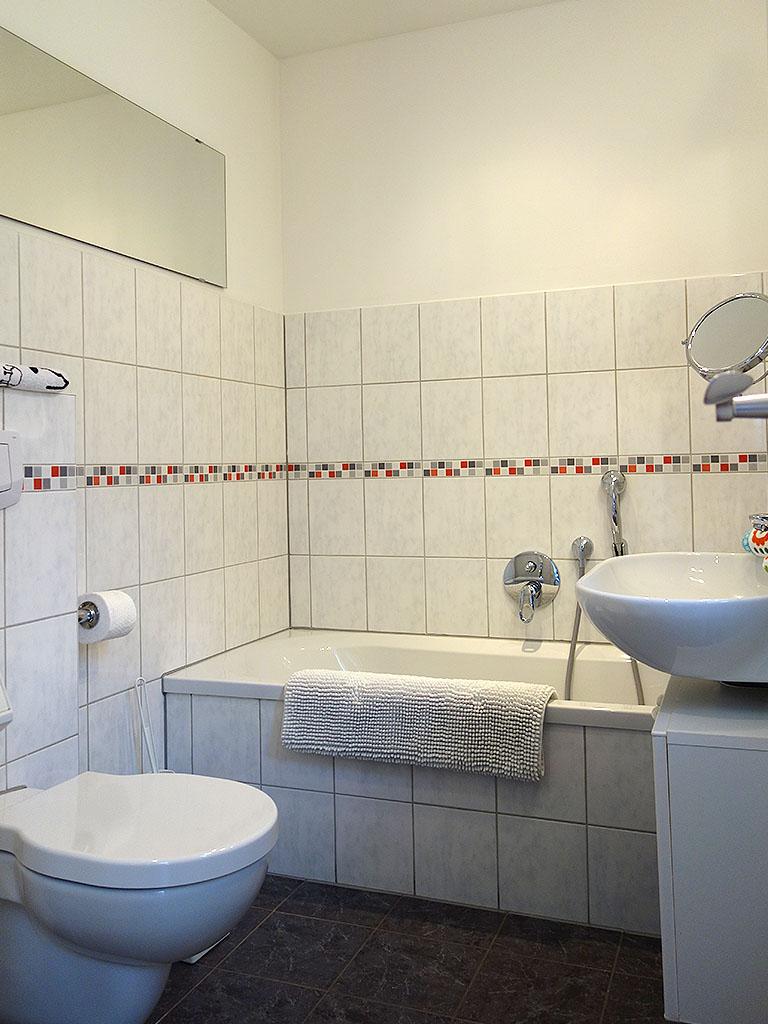 Ansicht des Badezimmers im Erdgeschoss