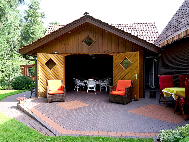 Gartenhaus und Grillplatz