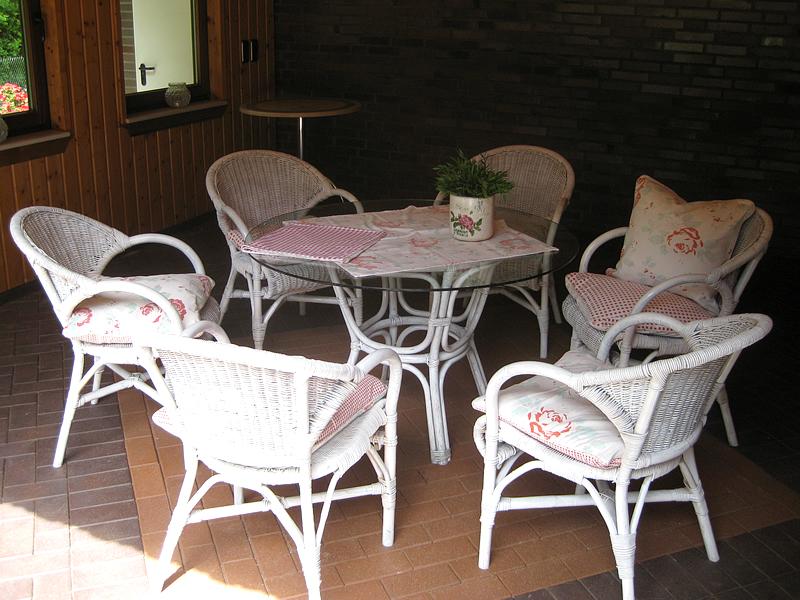 Sitzgruppe im Gartenhaus